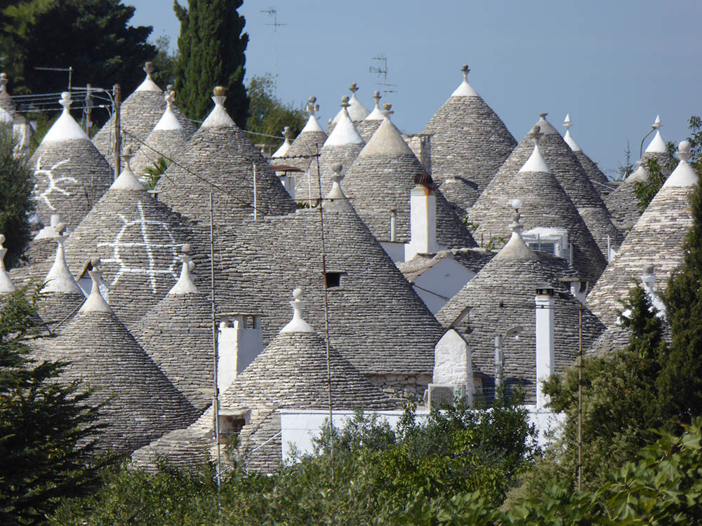 Alberobello la citt bianca dei trulli giorni rubati for Immagini di casa di 2000 piedi quadrati