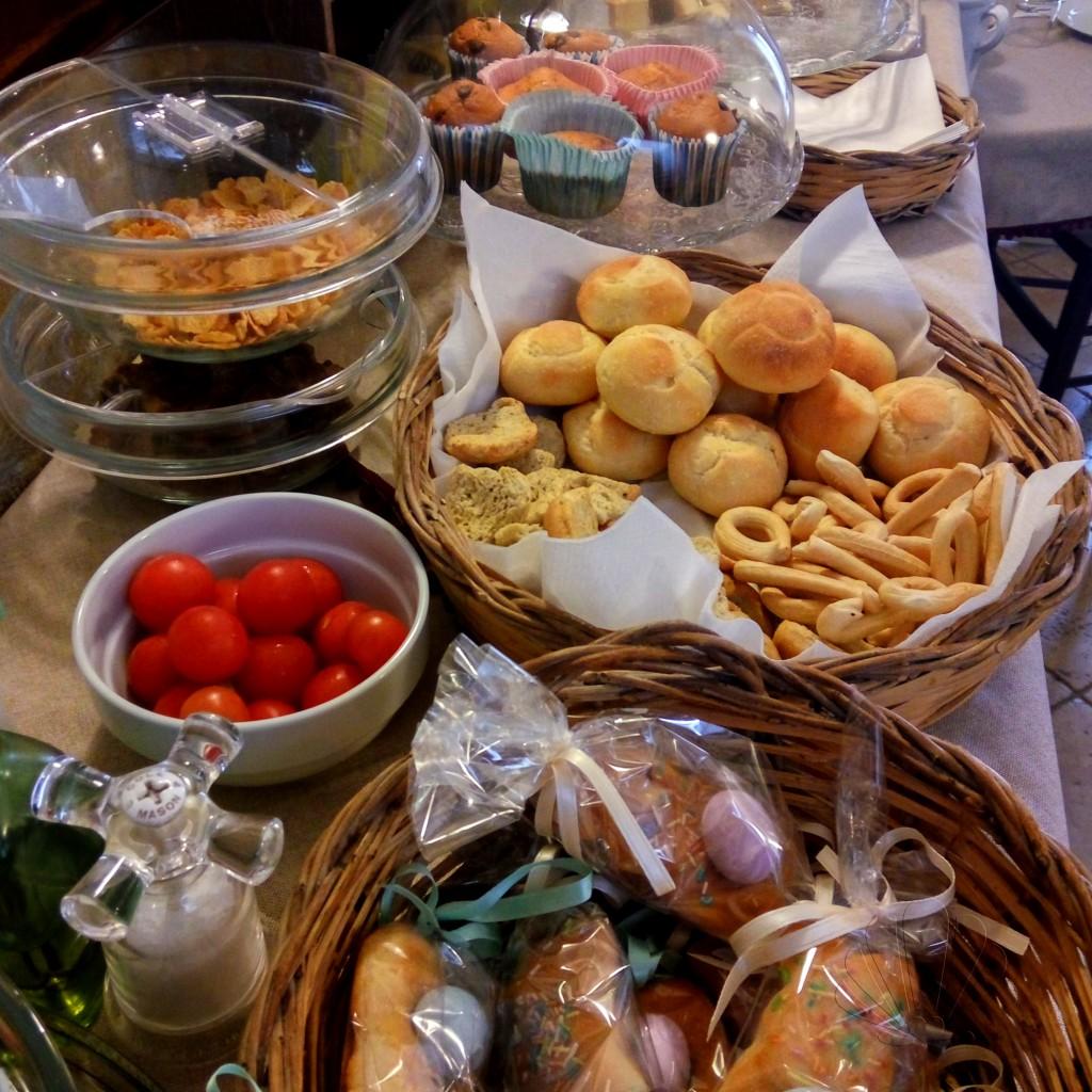 La colazione al B&B Santo Stefano: un bel buffet con specialità pugliesi tradizionali