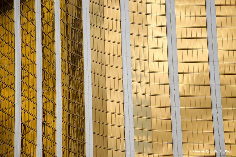 Mandalay Bay,Las Vegas, le finestre dorate delle camere
