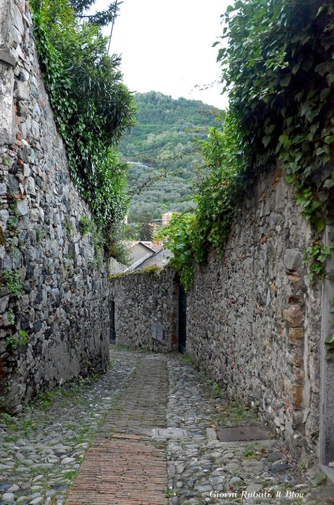 Levanto, vecchio percorso fra le mura