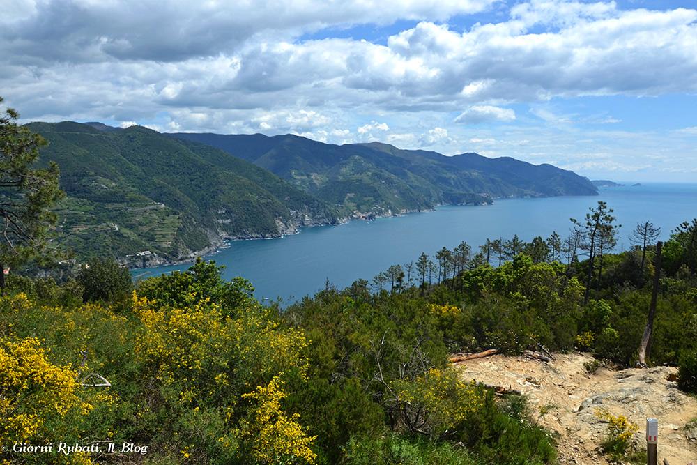 davanti a loro...ecco il panorama: Cinque Terre, arcipelago della Palmaria