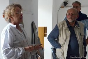 laboratorio di restauro opere di E.Luzzati, la restauratrice e la guida Aldo viviani