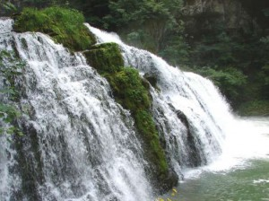 Una pittoresca cascatella tupica della zona