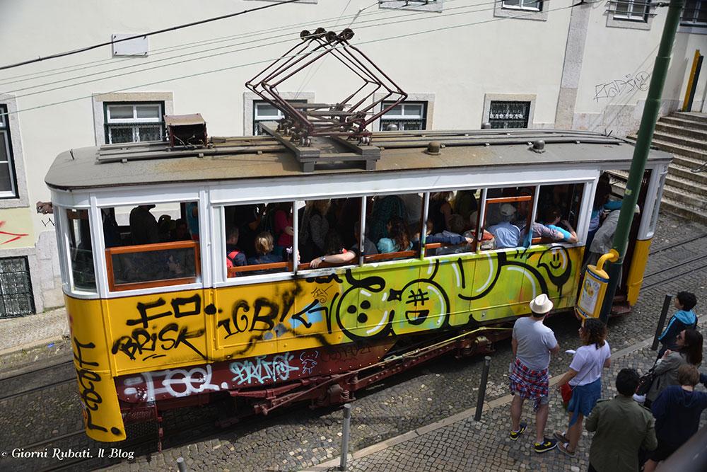 Lisbona, i tram