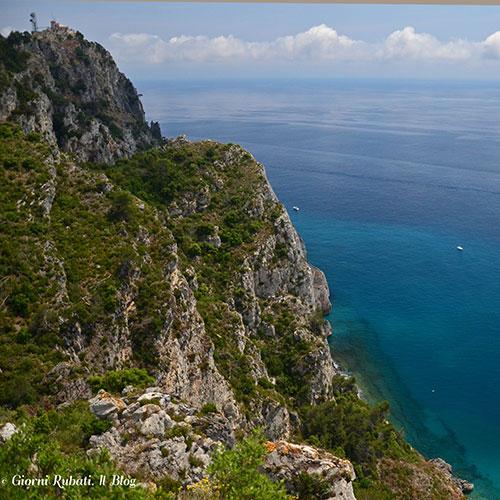 Sentiero del Pellegrino Noli-Varigotti: scorci sul blu