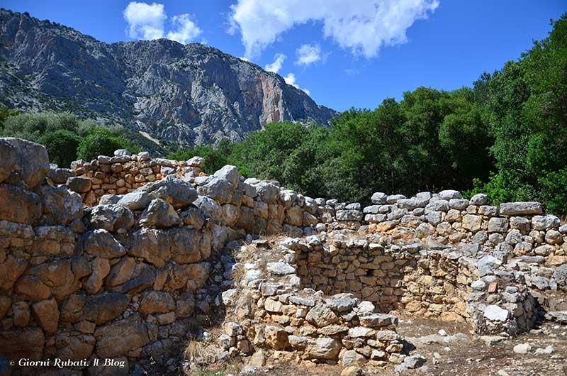 Sedda e Carros, una capanna vicino al luogo sacro