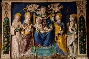 terracotta invetriata attribuita alla scuola dei Della Robbia