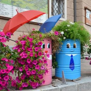 Fondo, Val di Non: strane creature ammiccanti dalla strada...