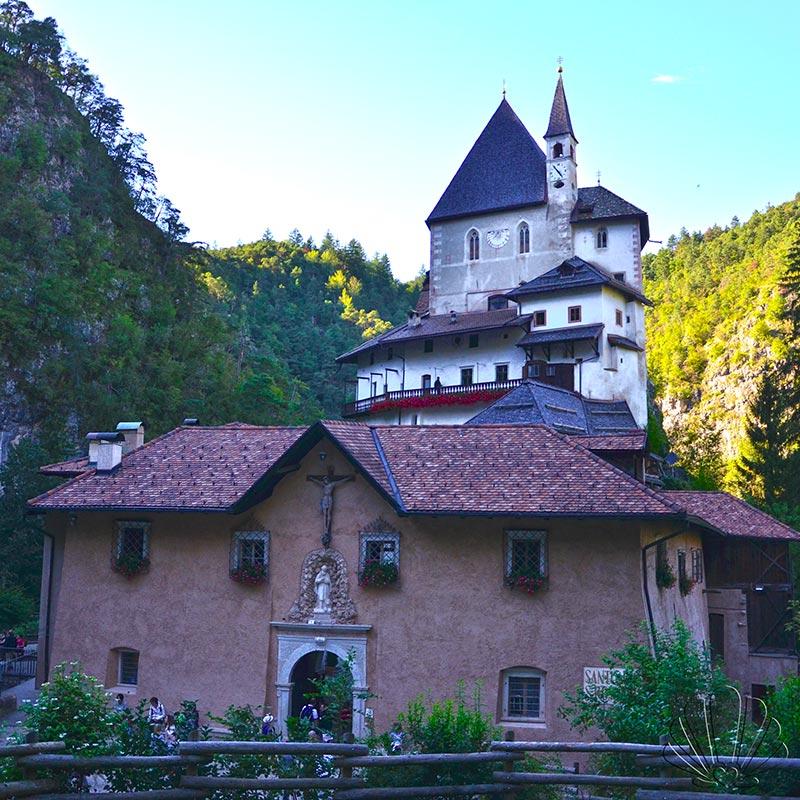 San Romedio, Val di Non. Il Santuario sull'abisso