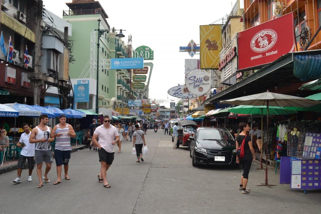 Kaosand Road, Bangkok. Ph. mescalinablog.com