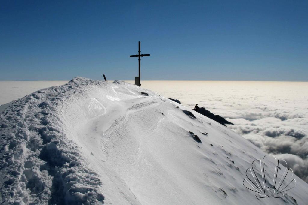 Pania della Croce: inverno con il mare di nuvole. Alpi Apuane,Toscana