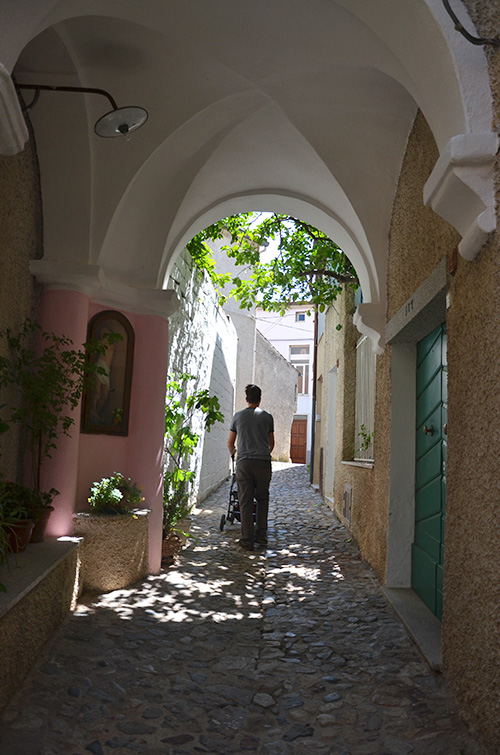 Bitti, passeggiata nel centro storico