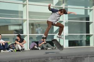 Studenti e skaters al MACBA