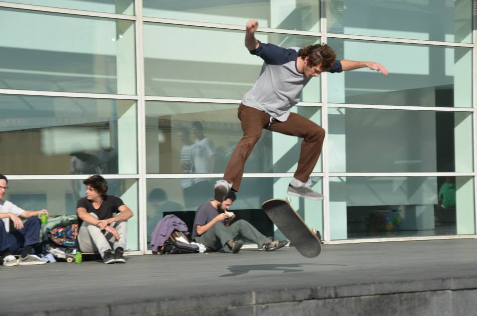 Studenti e skaters al MACBA