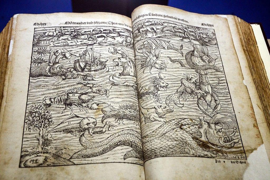 Museo del mare di genova, libri antichi