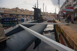 Il sottomarino davanti al Museo del mare, Genova