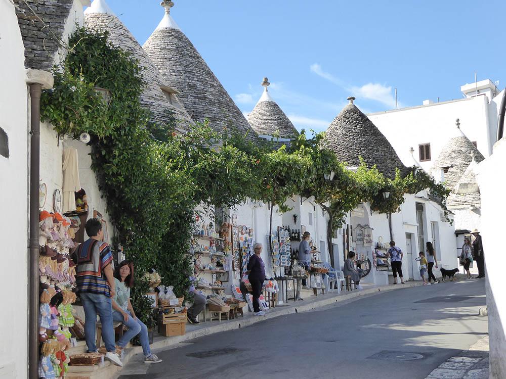Alberobello, botteghe per turisti