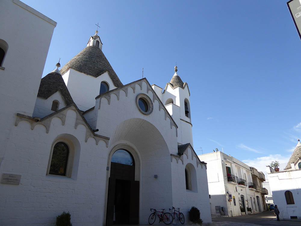 Alberobello. chiesa