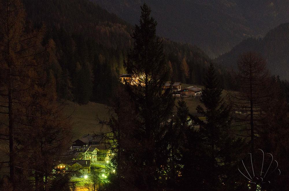 Tamion nelle luci della sera. Val di Fassa