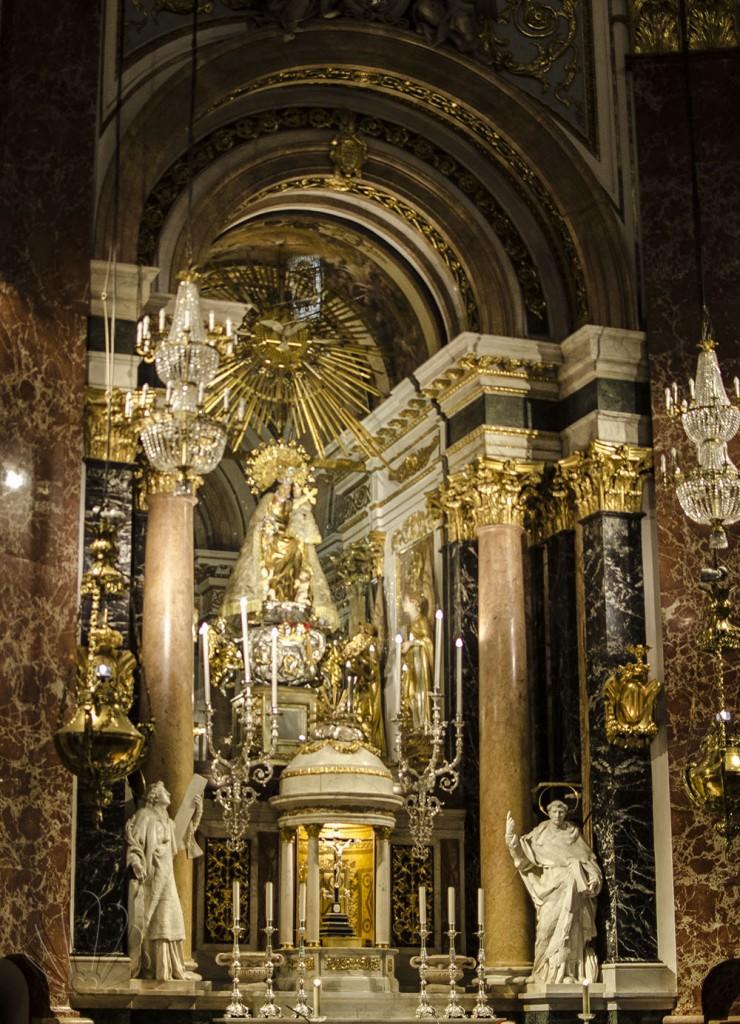La Vergine degli abbandonati, all'interno della Basilica. Valencia