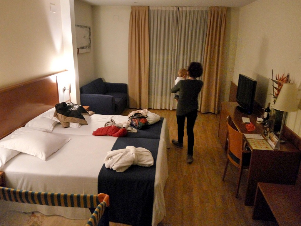 Valencia:la nostra stanza (giàin disordine!)