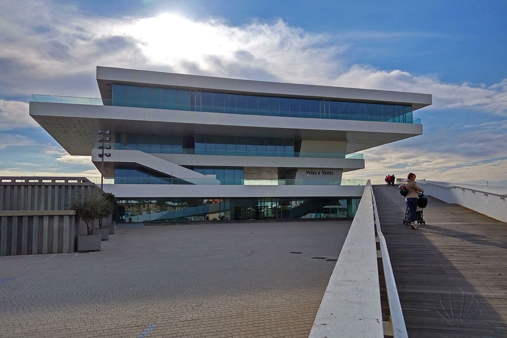 Veles e vents è l'edificio disegnato da D. Chipperfield per l'America's Cup