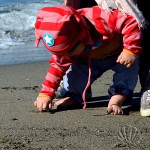 ed eccoci tornati a casa, in perfetto outfit svedese sulla spiaggia! Non è adorabile?