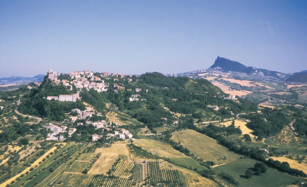 Panorama di Verucchio (sullo sfondo la Repubblica di S. Marino) nella provincia di Rimini