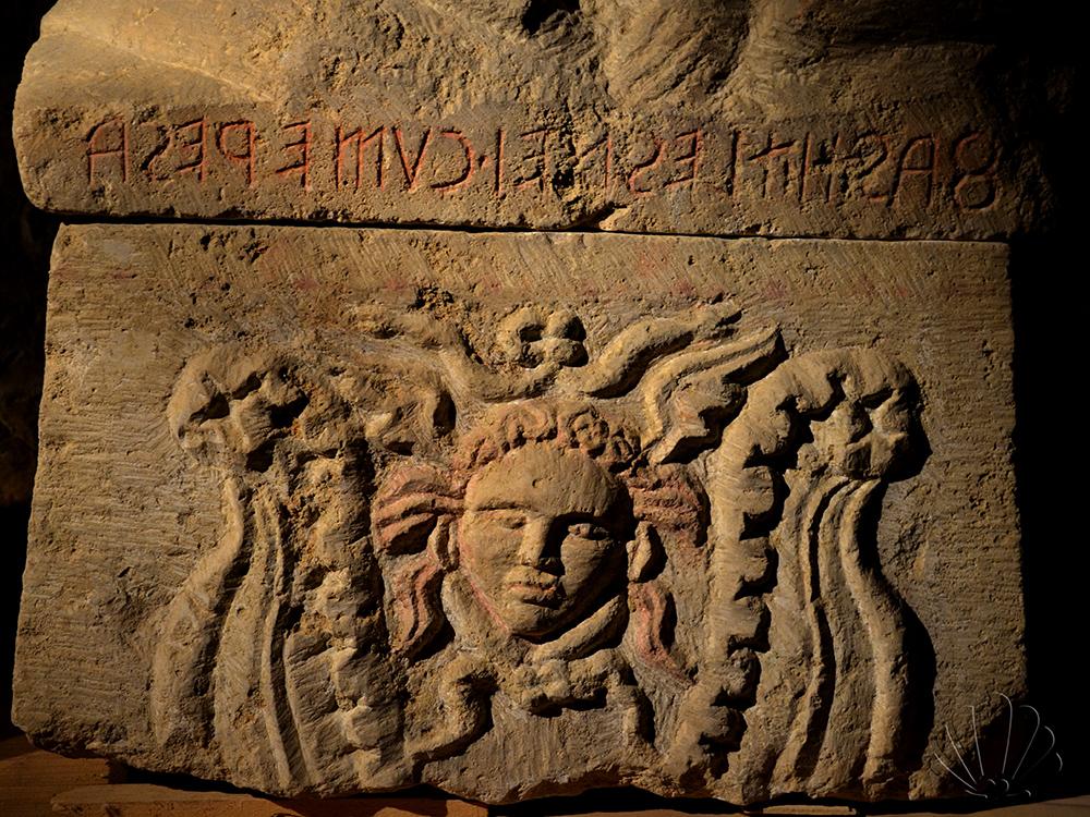 Siena, Santa Maria della Scala: bassorilievo antico
