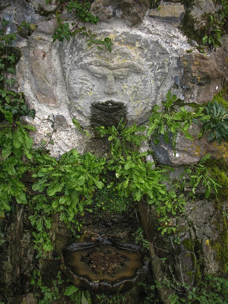particolare della fontana del Santuario della Madonna di Reggio. Parco Nazionale delle Cinque Terre