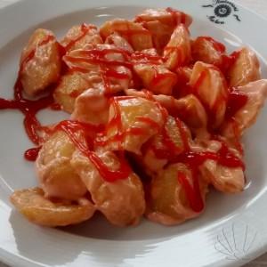 antipasto con patatas bravas