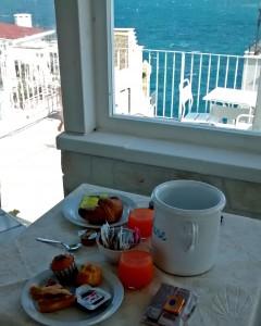 La colazione i terrazza: un must della dimora Santo Stefano