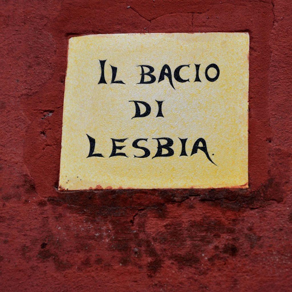 Sulla Casa Rossa di Alfredo Panzini anche le piastrelle ricordano le opere dello scrittore