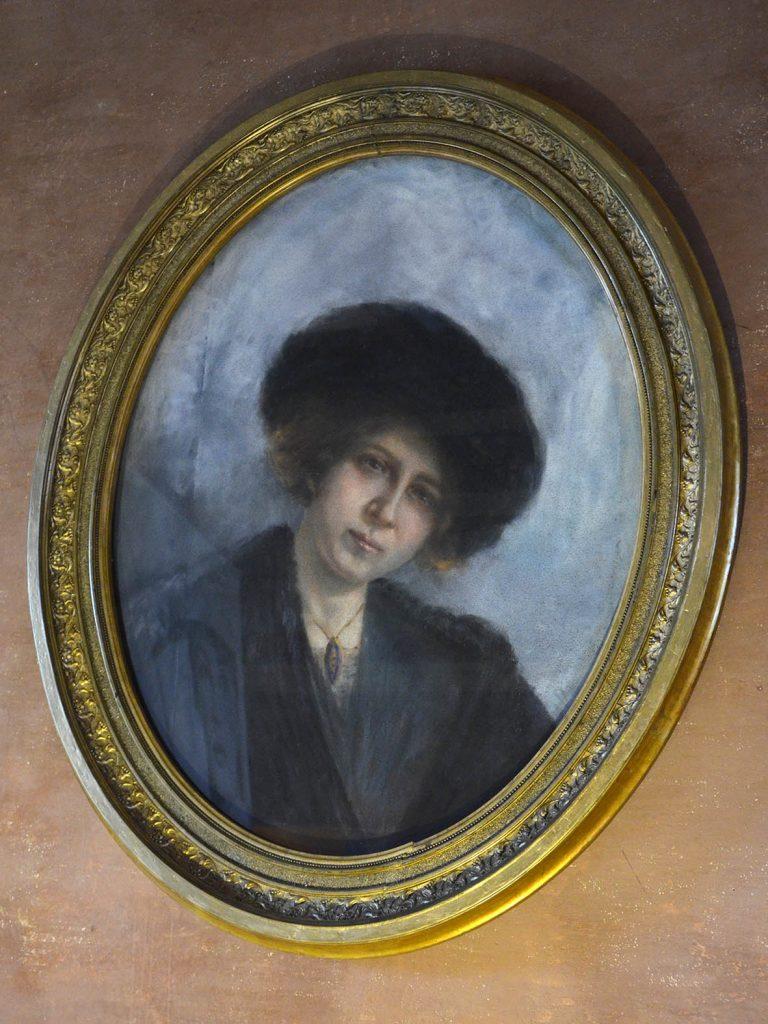 Uno dei tanti autoritratti della padrona di casa: Clelia Gabrielli