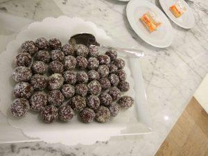 deliziosi truffles cocco e cioccolato, parte dello sfizioso buffet dolce al San Salvador