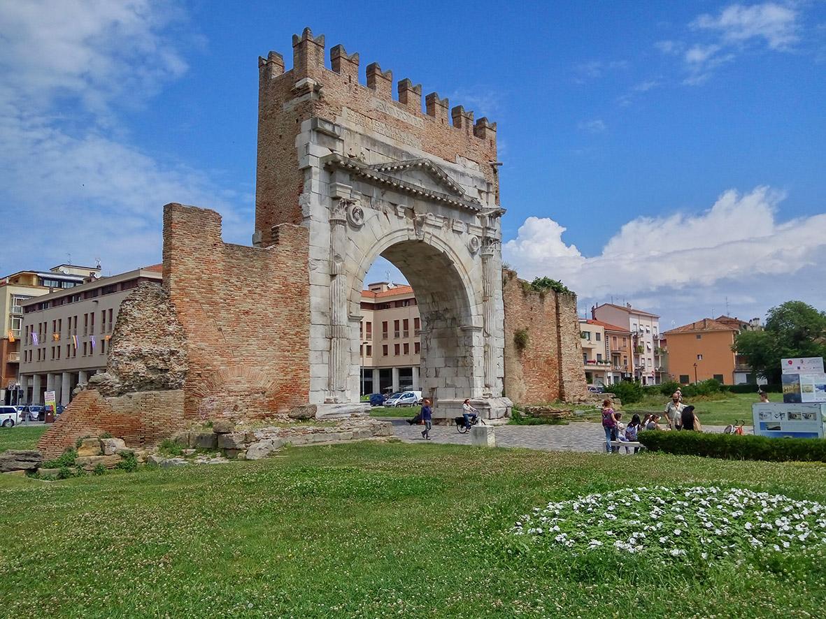 Rimini, oltre la spiaggia, le meraviglie degli antichi Romani