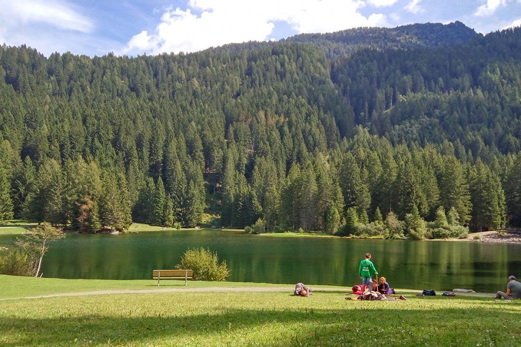 lago-dei-caprioli-relax-prato