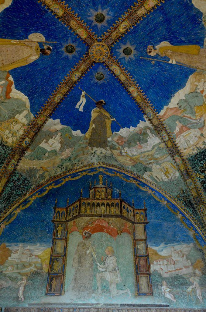 Affreschi Camera d'Oro di Torrechiara: nella lunetta, in basso, Pier Maria dona la sua spada a Bianca in segno di devozione e sottomissione