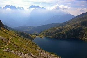 Il lago Ritorto con le cime del Brenta in lontananza