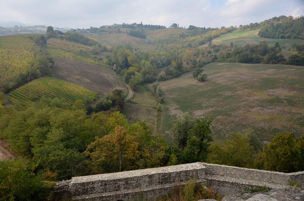 Il panorama dal sontuoso castello di Torrechiara si stende languido sulle colline