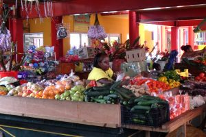 Banco di verdura al mercato di Victoria, Mahé