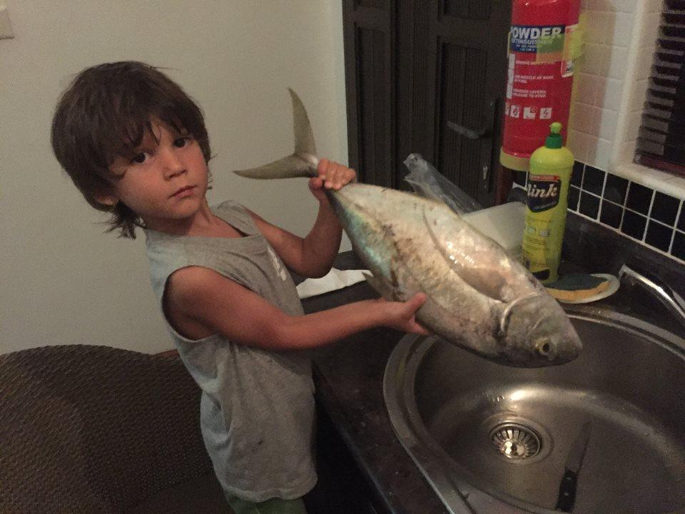 La soddisfazione del pesce comprato in spiaggia e portato a casa...