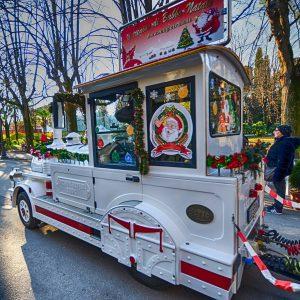 Il Trenino di Babbo Natale: uno dei tanti modi simpatici per girare Montecatini Terme durante le feste