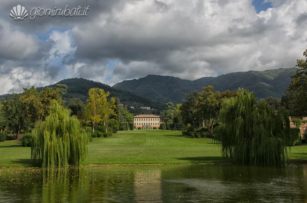 La Villa Reale di Marlia e il suo laghetto