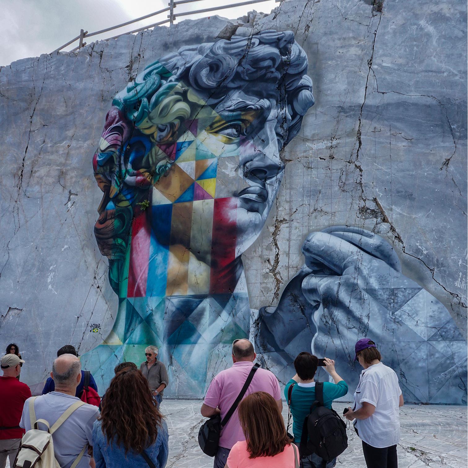 Street art: il David di Eduardo Kobra sbocciato nelle Alpi Apuane ( Massa-Carrara)