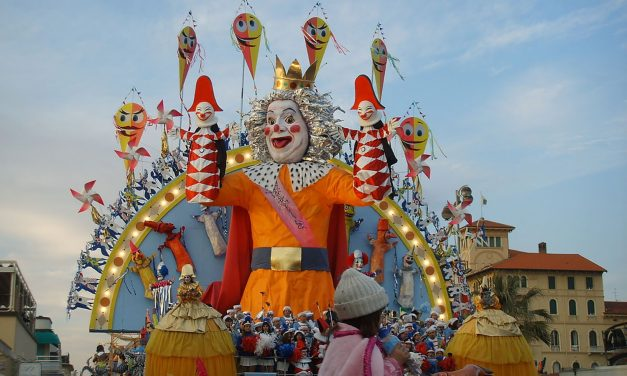 Carnevale di Viareggio: quando la cartapesta dà spettacolo