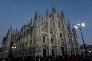 Duomo di Milano ora blu