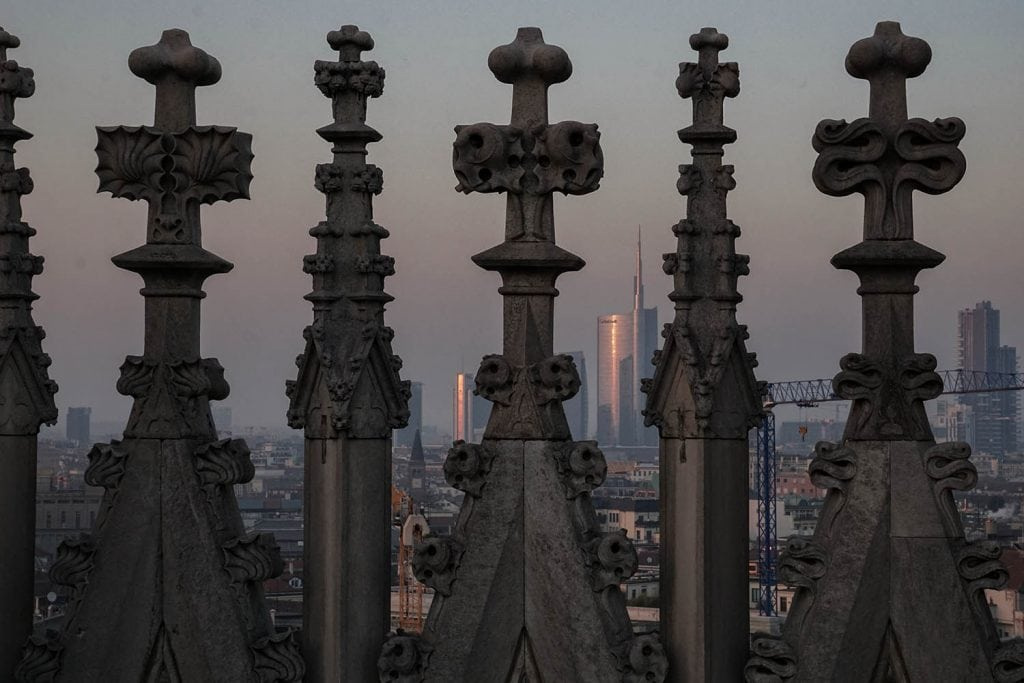 Terrazze duomo di Milano guglie e panorama
