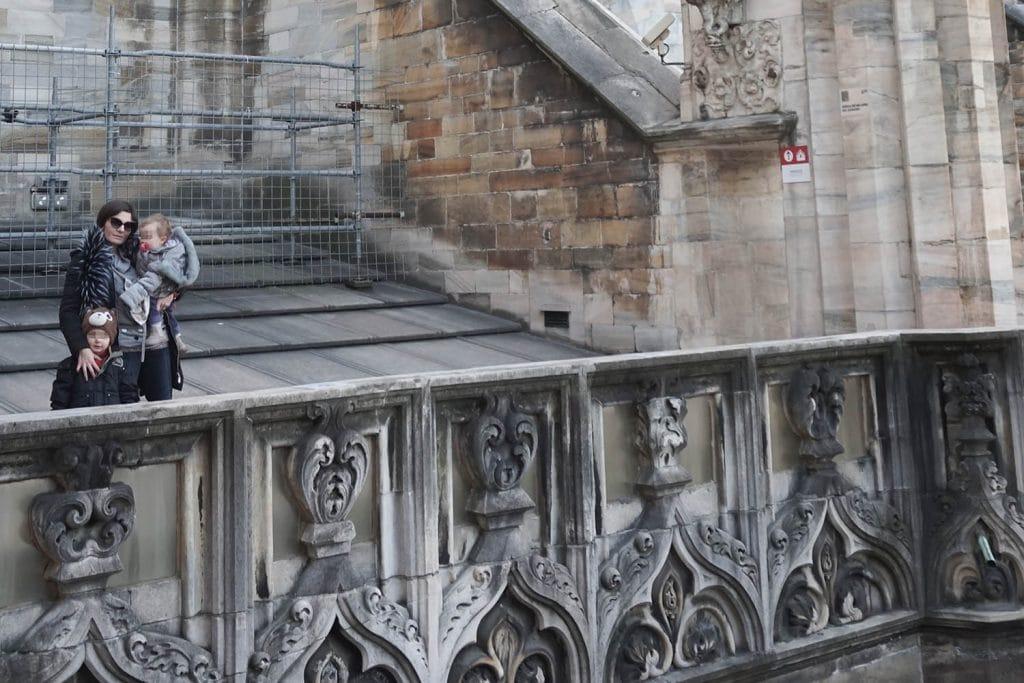 ritratto di famiglia sulle terrazze del Duomo di Milano
