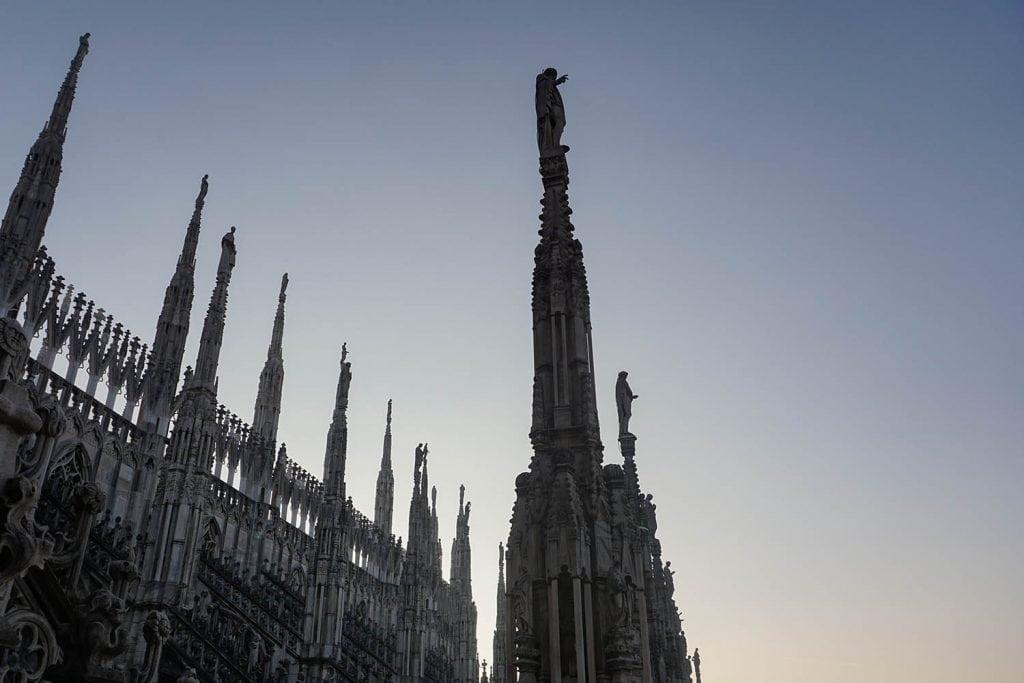terrazze Duomo di Milano guglie e cielo